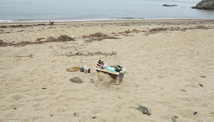 淡路島の海岸のゴミ