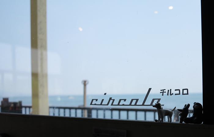 淡路島カフェ チルコロ店内の窓際