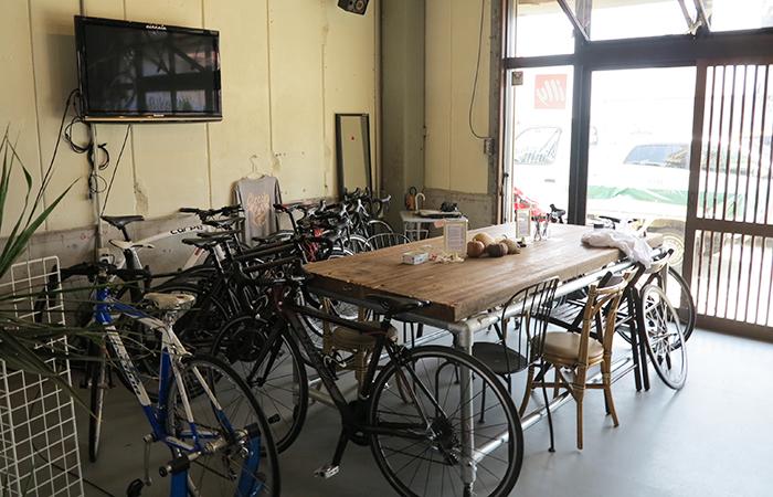 淡路島カフェ チルコロ店内の奥