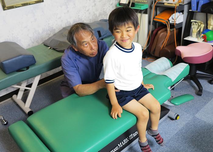 近藤先生が長男を治療2