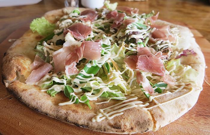 菜音カフェの石窯ピザ