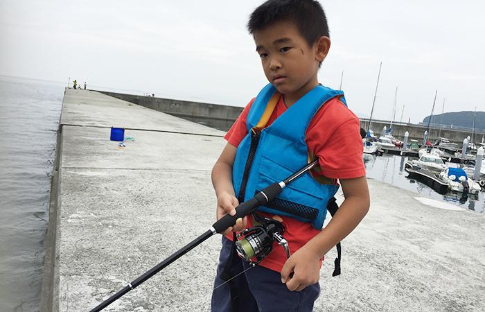 釣りをする友晴