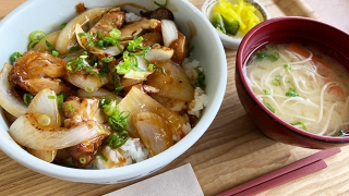AMIAMI+i(アミアミプラスワン)の甘辛チキン丼