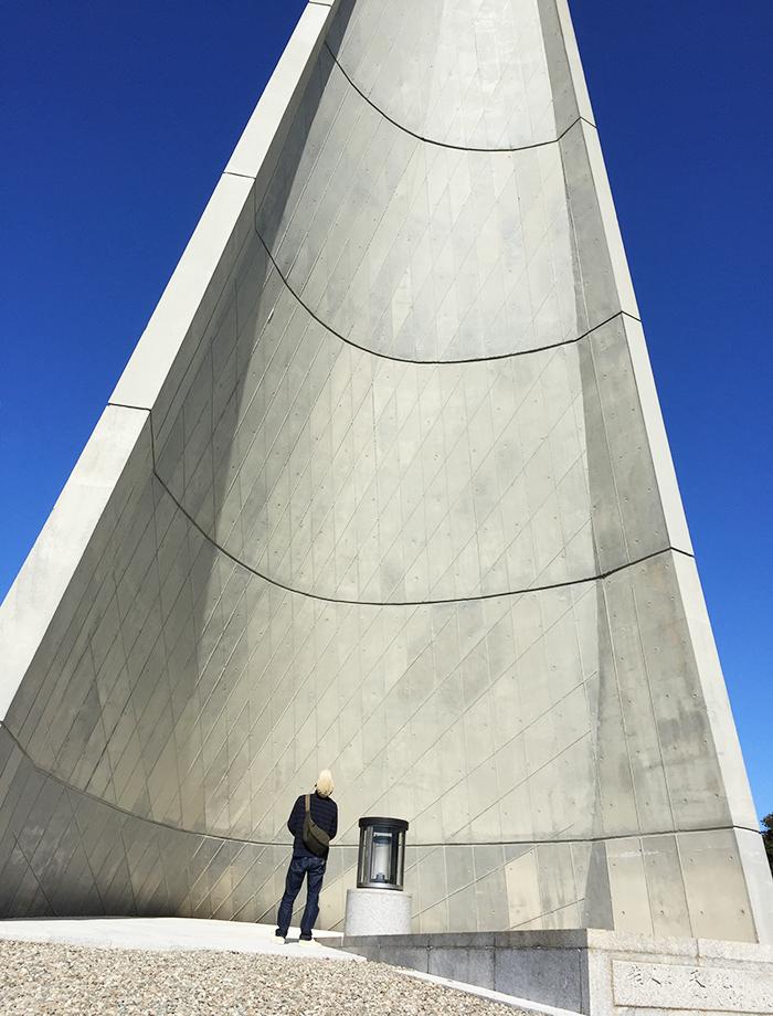 若人の広場公園 記念塔