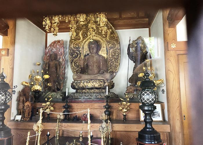 護国寺の本地堂
