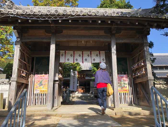 覚住寺の山門