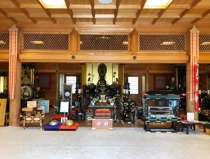 智禅寺の本堂