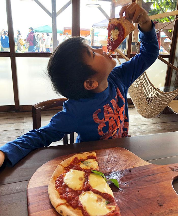 菜音カフェの石釜ピザ