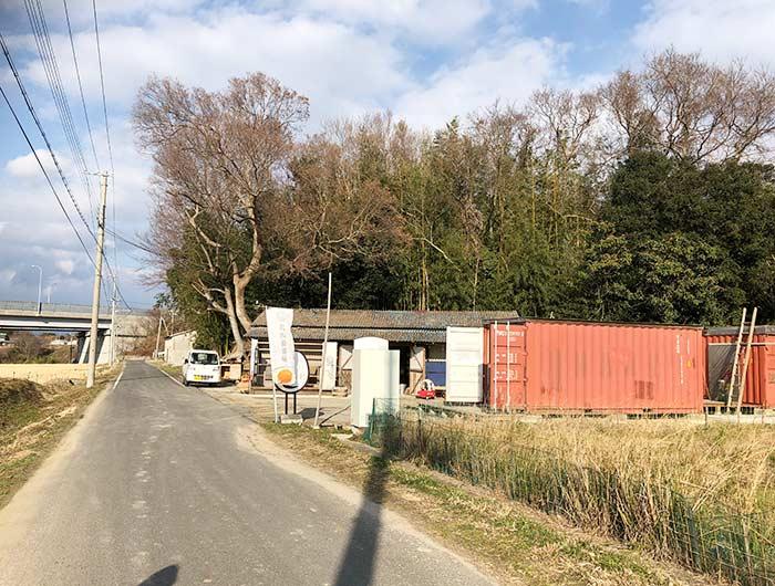 北坂養鶏場の直売所の外観