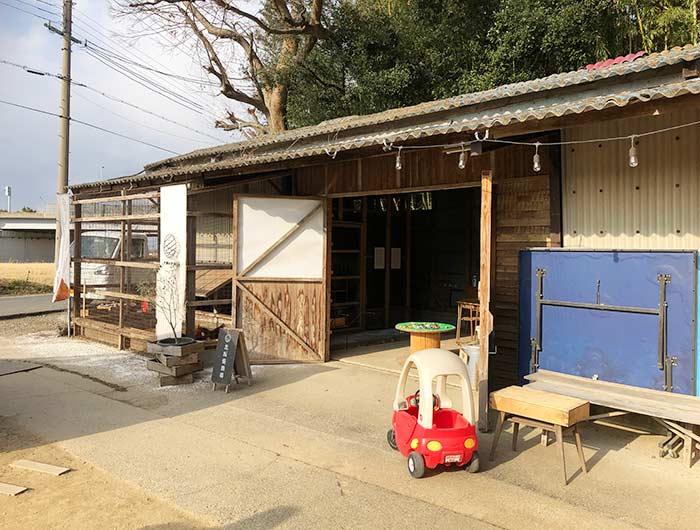 北坂養鶏場 平飼い小屋