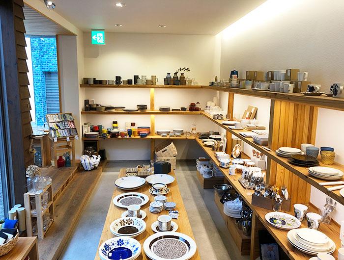淡路島 なべ秀陶器店 店内