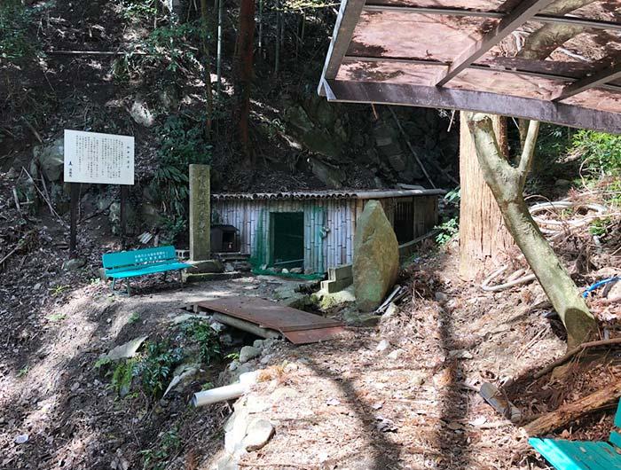 淡路島 御井の清水の水汲み小屋