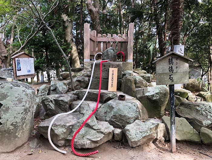 おのころ島神社の鶺鴒石(せきれいいし)