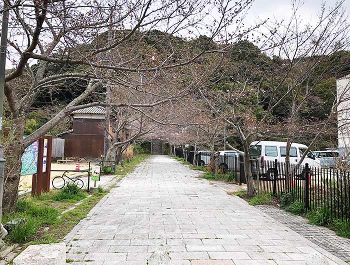 曲田山の入り口