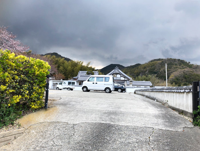 妙勝寺の駐車場