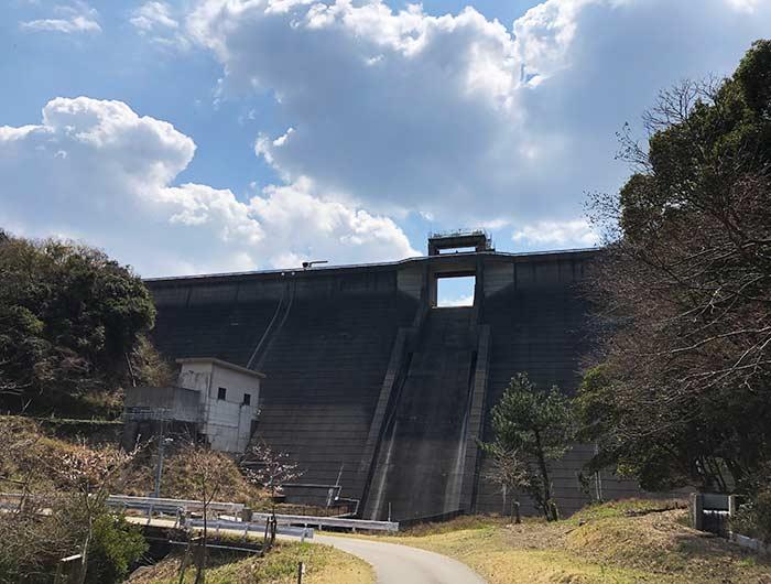鮎屋ダムの堤体