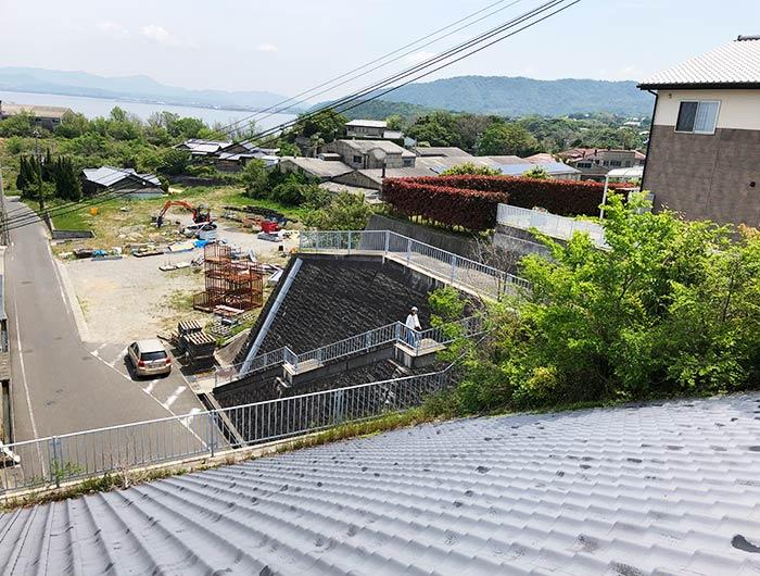 津井トンネルの瓦屋根