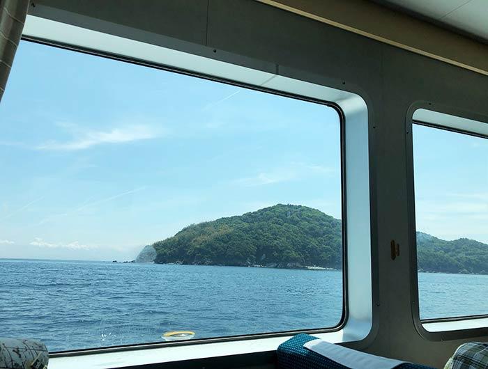 沼島汽船 しまちどり 船内から沼島を撮影