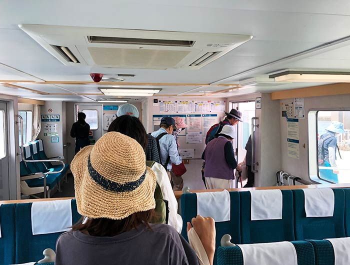 沼島汽船 しまちどり 船内