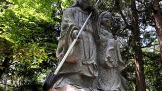 イザナギとイザナミの二神の像