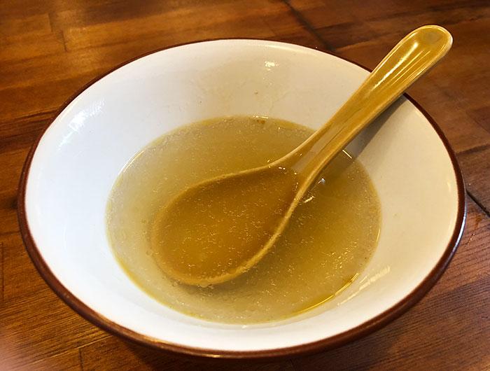 淡波家 塩ラーメンのスープ