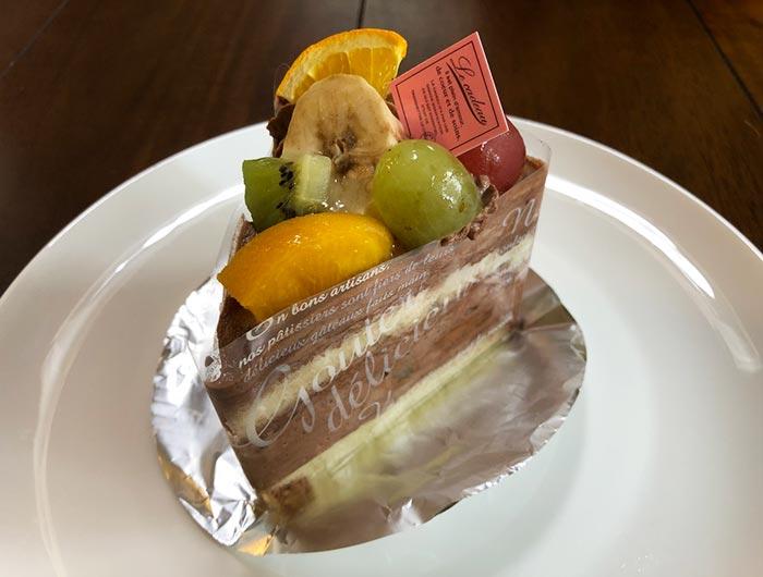 フルーツミックスのチョコレートケーキ