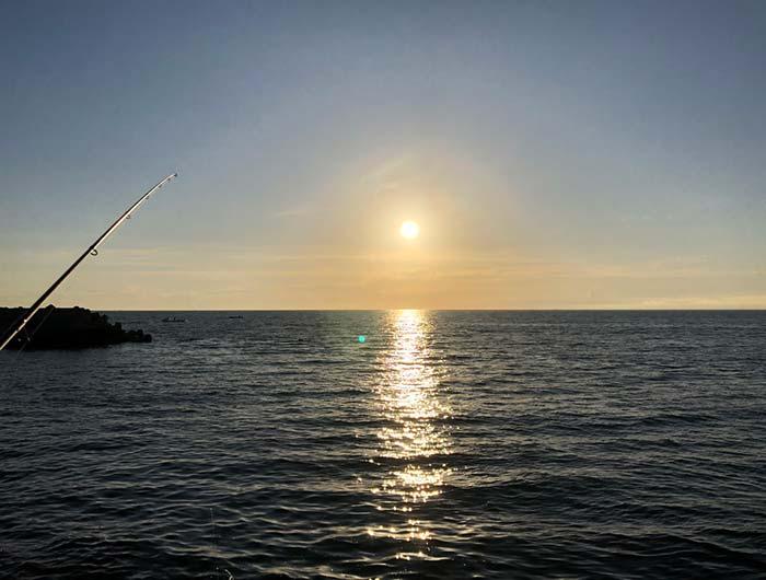 淡路島の海と朝日