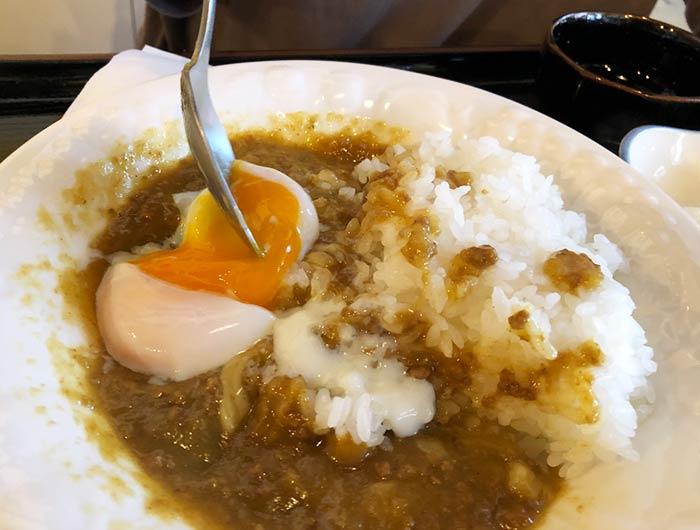 Jyo's Curry(ジョーズカリー)の淡路島カレーに半熟卵