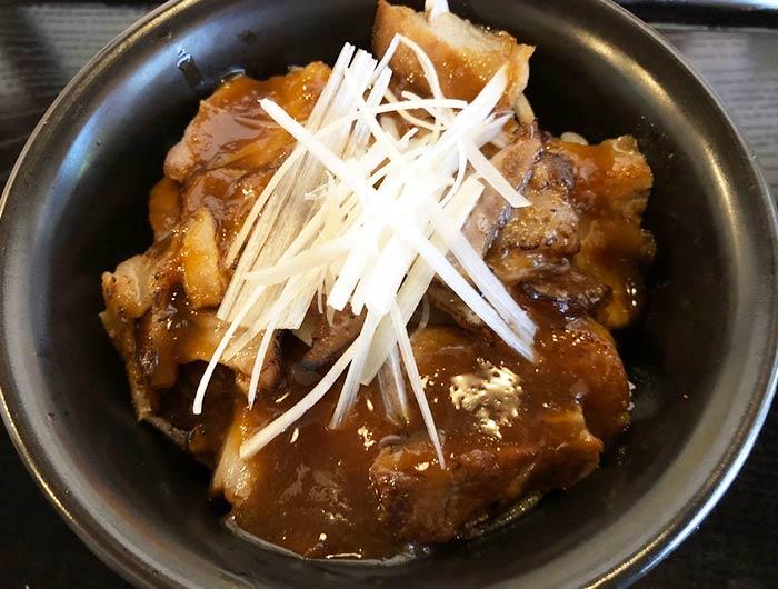 淡路島産のえびすもち豚を使用した豚丼