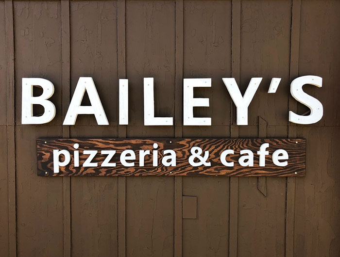 BAILEY'S(ベイリーズ)pizzeria & cafeの看板