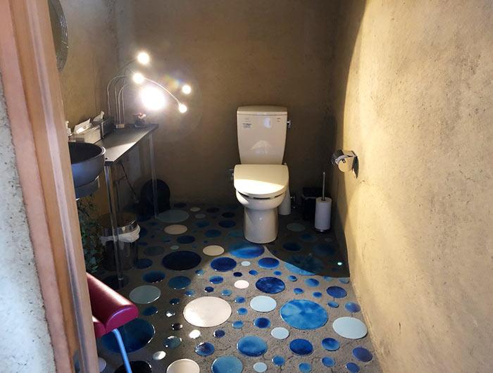 土坐(つちざ)のトイレ