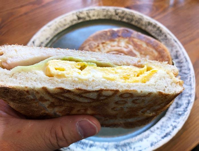 ハムとチーズと卵のホットサンド