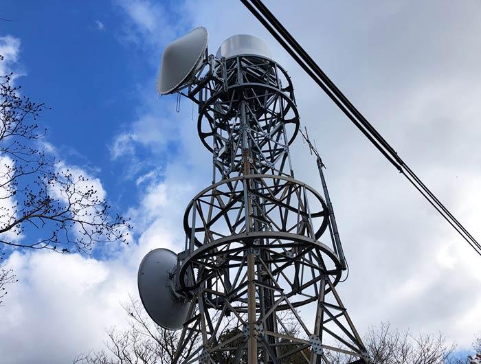 諭鶴羽山にある電波塔
