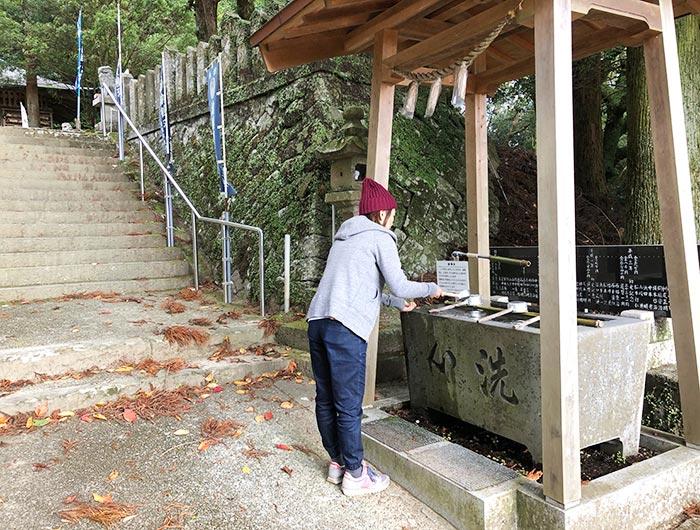 諭鶴羽神社の手洗い場。