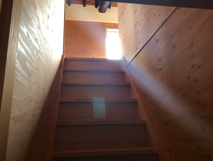 毎日食堂の階段