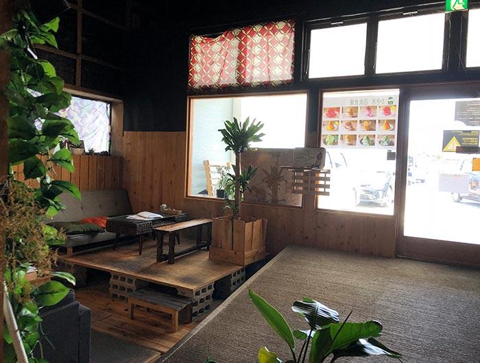 志知カフェの席