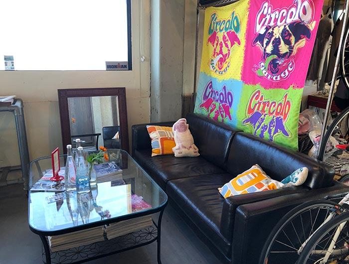 チルコロのソファー席