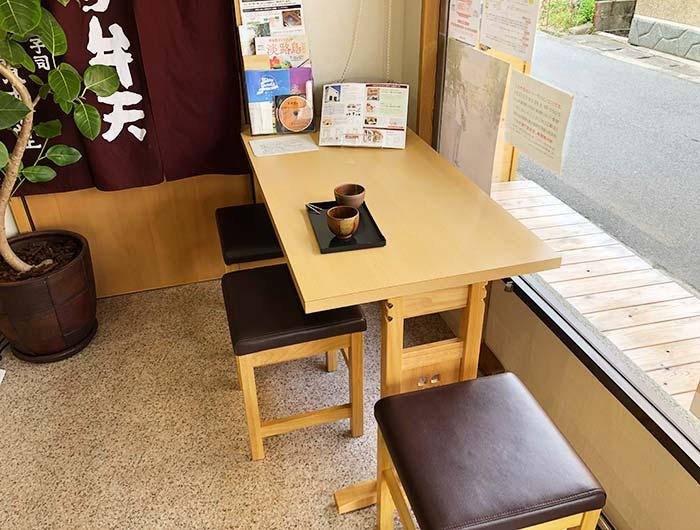 宝来堂の飲食スペース