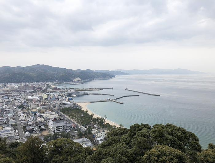 三熊山から大浜を望む