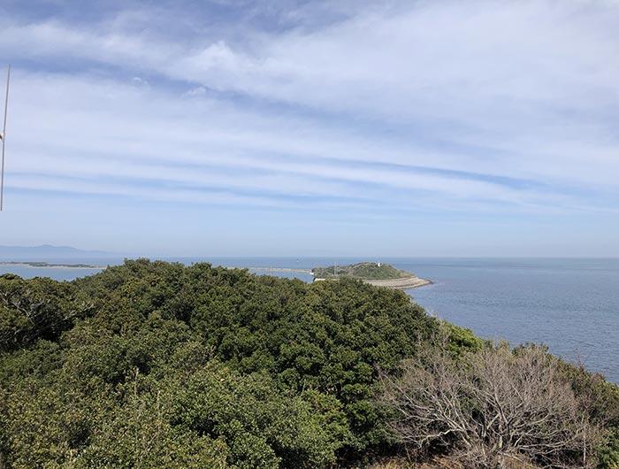 生石から成ヶ島を望む