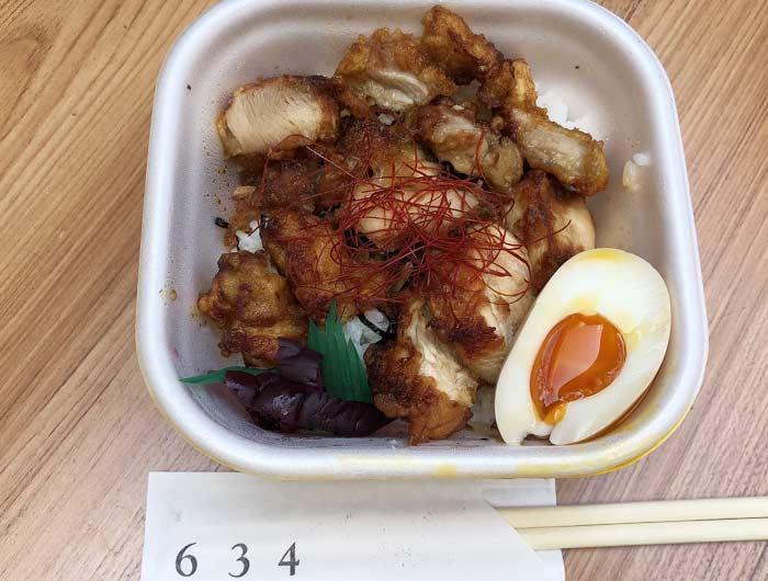 六參四(ろくさんよん)の鶏丼