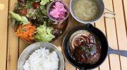 淡路島・チルフードヒュッテ㊗️2020年1月オープン❗️手作りの山小屋で、美味しいキャンプ飯😁遊具もあって子供も喜ぶカフェですよ〜