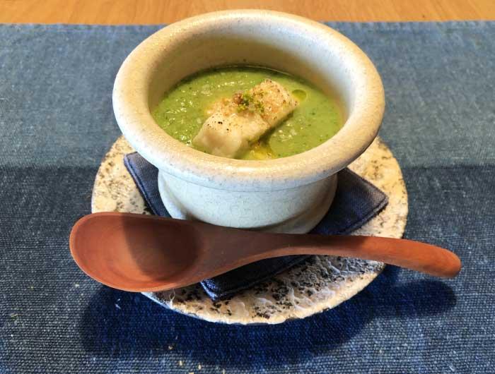 鱧の入ったキュウリの冷たいスープ