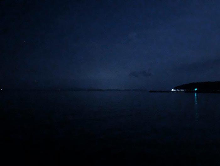 淡路島の夜の海