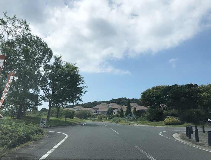 淡路景観学校の前の曲がり角