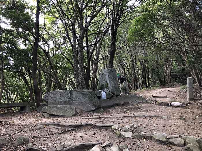 先山の登山道 9丁石