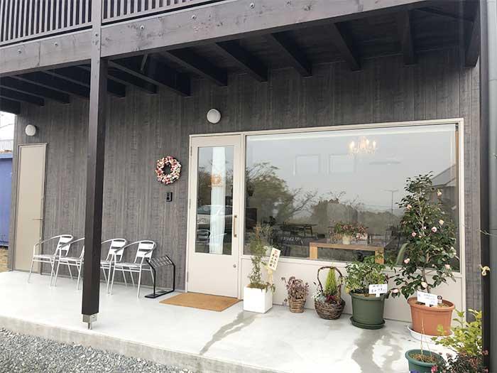 淡路島カフェの店舗外観