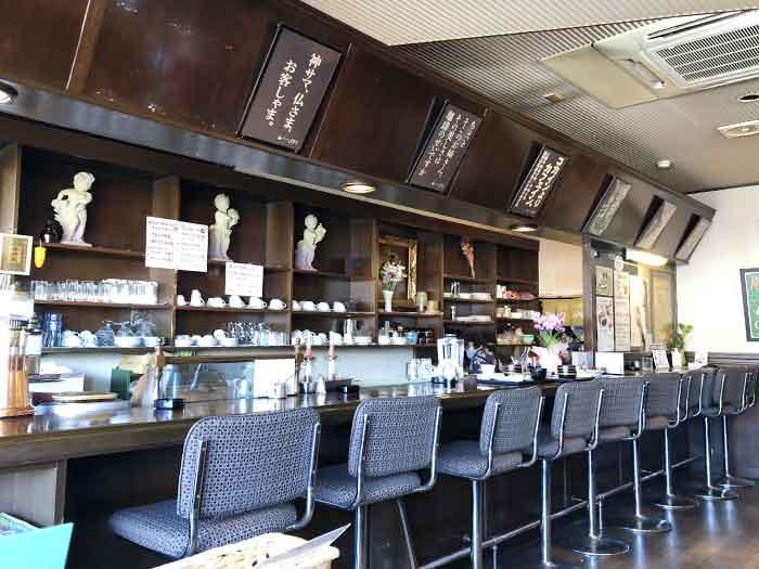 山茶花(さざんか)の店内の様子(カウンター)