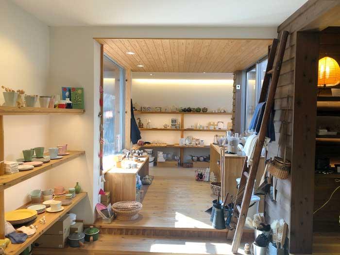なべ秀陶器店の店内の様子
