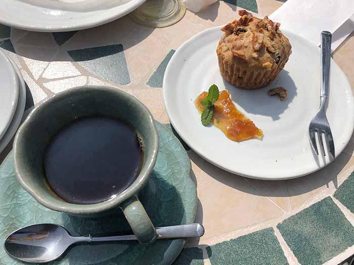 オーガニックコーヒーとマフィン